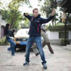 Sebastian Vettel en su pose de Kung Fu