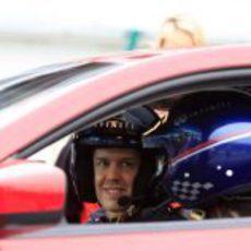 Sebastian Vettel conduciendo un Infiniti en China