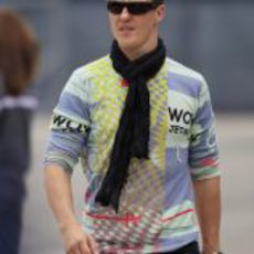 Michael Schumacher llega al circuito de Shanghái