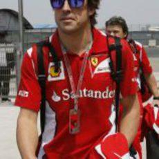Fernando Alonso llega al circuito de Shanghái