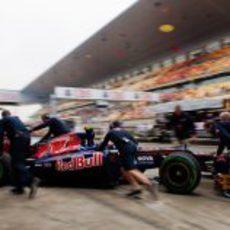 Jean-Eric Vergne regresa al garaje tras realizar una tanda corta