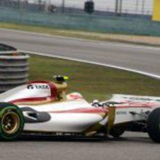 Karthikeyan rueda con el F112 durante los primeros libres de China