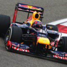 Mark Webber rueda con el RB8 en Shanghái