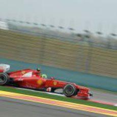 Felipe Massa pilotando el F2012 sobre el asfalto chino de Shanghái