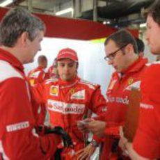 Stefano Domenicali habla con Felipe Massa tras no pasar de la Q2
