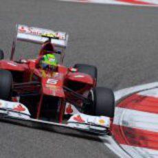 Felipe Massa prepara el 'set up' del F2012 en los terceros libres