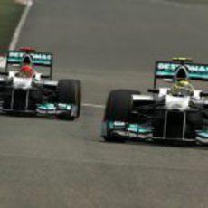 Nico Rosberg y Michael Schumacher ocuparán la primera fila de la parrilla