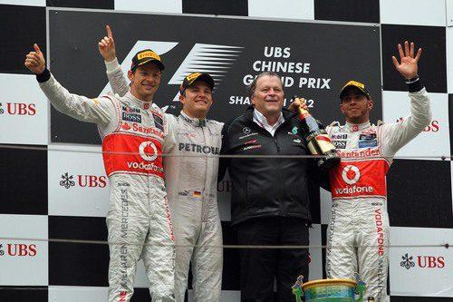 Button, Rosberg, Haug y Hamilton en el podio de Shanghái