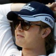 Rosberg tomando el sol