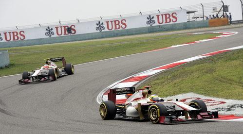 Los dos HRT sobre la pista de Shanghái