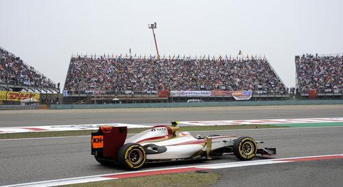 Narain Karthikeyan rueda sobre el trazado chino