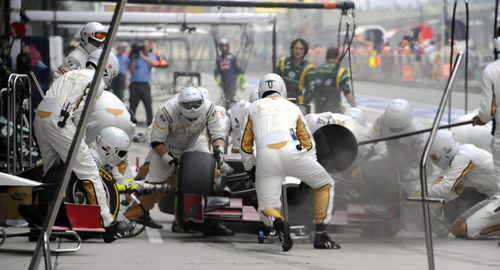 Pedro de la Rosa efectúa una parada en la carrera de China