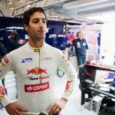 Daniel Ricciardo en el box de Toro Rosso en el Gran Premio de China