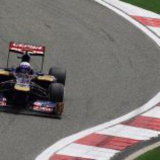 Daniel Ricciardo rueda en los libres 3 del Gran Premio de China 2012