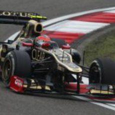 Romain Grosjean rueda sobre el asfalto de Shanghái