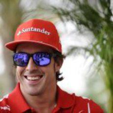Fernando Alonso con sus gafas de sol en el GP de Baréin 2012