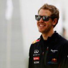 Sebastian Vettel con sus gafas de sol en el GP de Baréin 2012