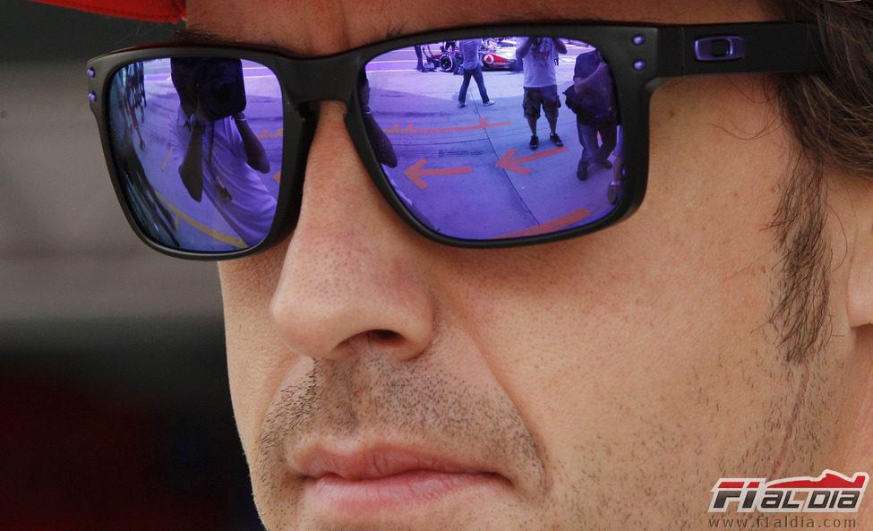 El mundo reflejado en las gafas de Fernando Alonso