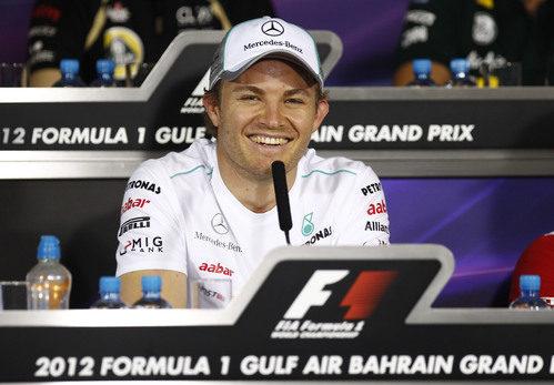 Nico Rosberg, sonriente en la rueda de prensa FIA del jueves en Baréin
