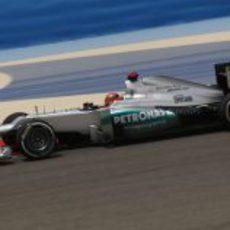 Michael Schumacher rueda durante los libres en Sakhir