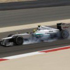 Nico Rosberg se pasa de frenada durante los libres en Sakhir