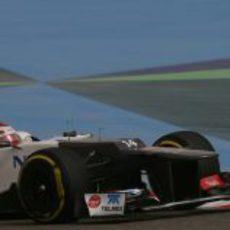 Kamui Kobayashi rueda sobre Sakhir durante los libres
