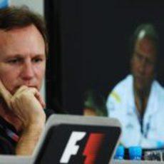 Christian Horner, pensativo durante la rueda de prensa del viernes