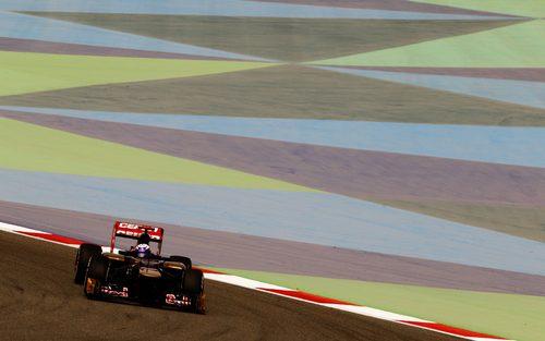 Daniel Ricciardo rueda en los primeros libres de Baréin.