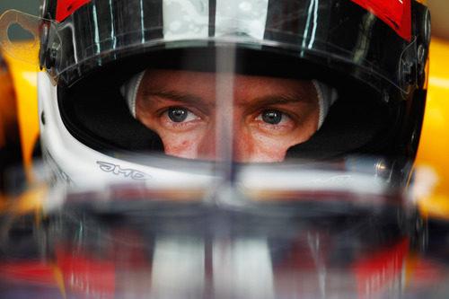 Mirada fija de Vettel antes de los libres 3 de Baréin