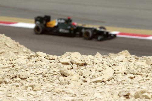 Heikki Kovalainen en el desierto de Baréin