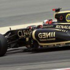 Kimi Räikkönen rueda en los primeros libres del GP de Baréin