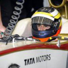 Pedro de la Rosa espera en su F112 para la clasificación