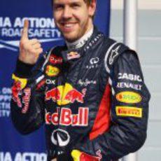 Sebastian Vettel vuelve a sacar su dedo para celebrar una pole