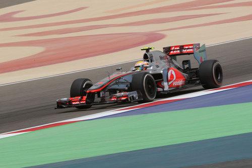 Lewis Hamilton exprime su MP4-27 en Sakhir