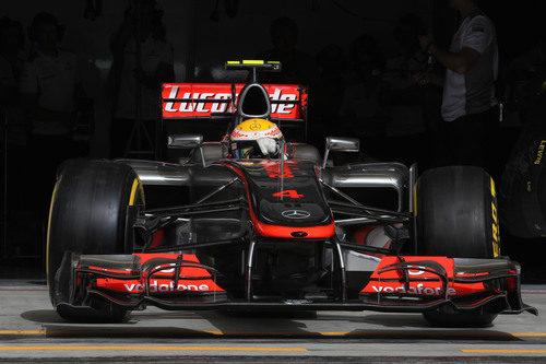 Hamilton abandona el garaje y sale a la pista