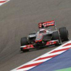 Jenson Button exprime su monoplaza en Sakhir