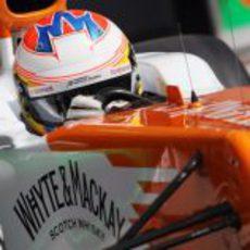 Paul di Resta completa un giro con su VJM05