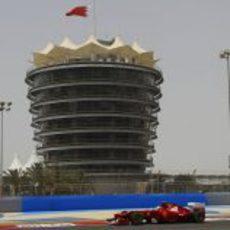 Felipe Massa rueda con el F2012 en Baréin