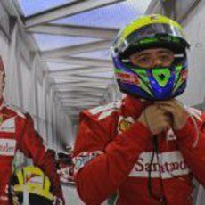 Felipe Massa se pone su casco