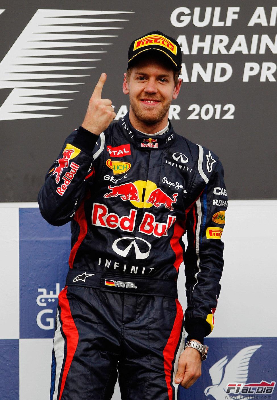 El dedo de Vettel en el podio de Sakhir