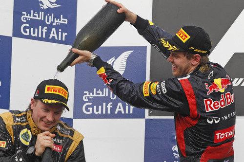 Vettel empapa a Räikkönen en el podio de Baréin
