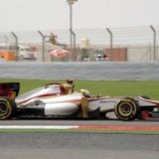 Pedro de la Rosa con su F112 durante el GP de Baréin 2012