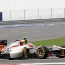Narain Karthikeyan con su F112 durante el GP de Baréin 2012