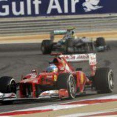 Fernando Alonso durante la carrera en Sakhir
