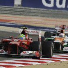 Felipe Massa por delante de Paul di Resta