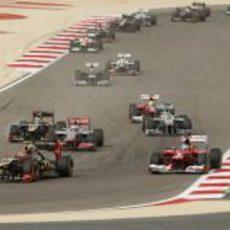 Pelea en cabeza del Gran Premio de Baréin