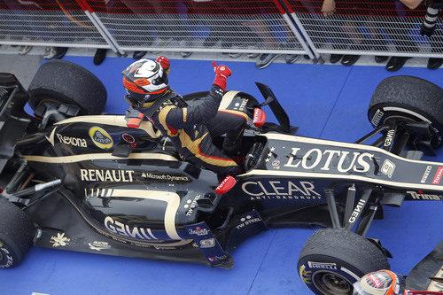 Kimi Räikkönen celebra su segunda posición en Baréin