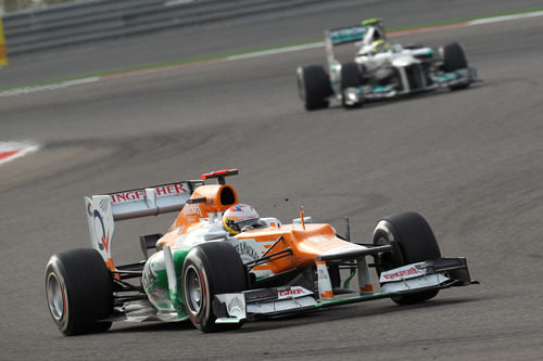 Paul di Resta avanza al volante del VJM05