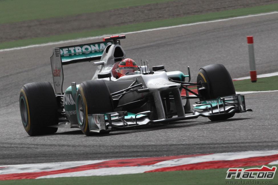 Michael Schumacher durante la carrera en Sakhir