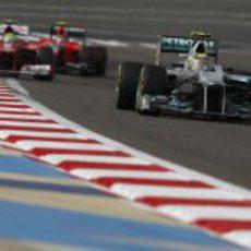 Nico Rosberg completa una vuelta más en Sakhir